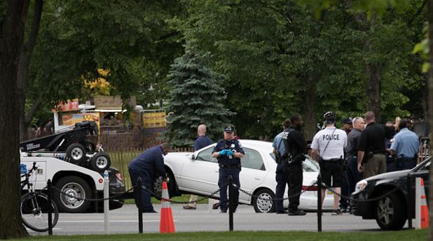 разследване на престрелка край белия дом