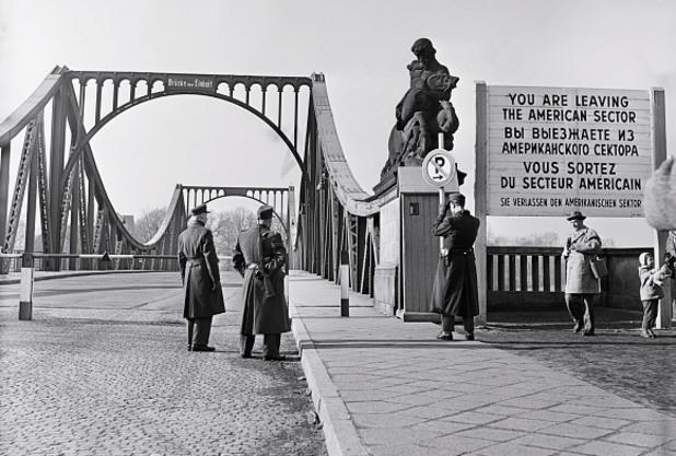 мостът на шпионите в потсдам