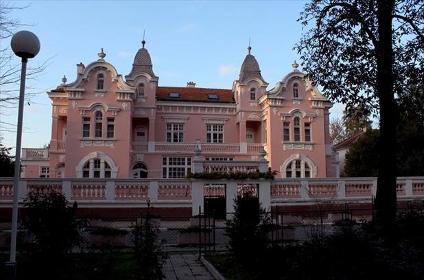 Културният център в Нова Загора