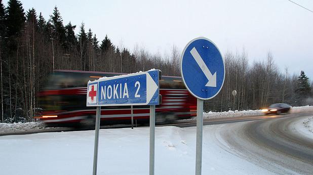 Пътен знак за град Нокиа във Финландия