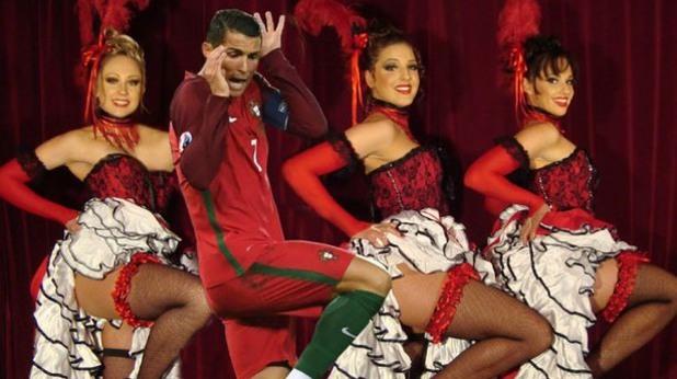 Роналдо танцува кабаре, дефилира и пищи, уплашен от мишка