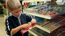Малко момче в супермаркет
