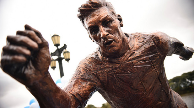 лионел меси, статуя