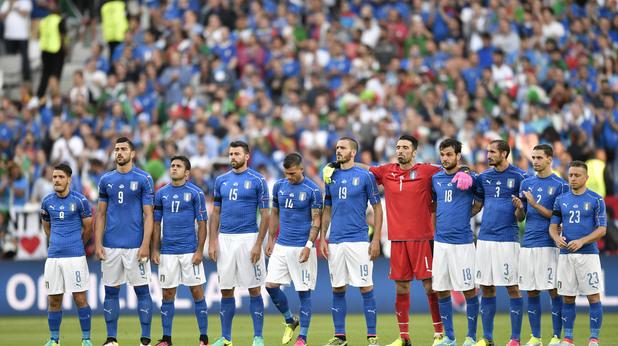 Италианските национали с черни ленти