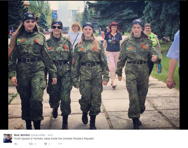 жени в униформи в украйна