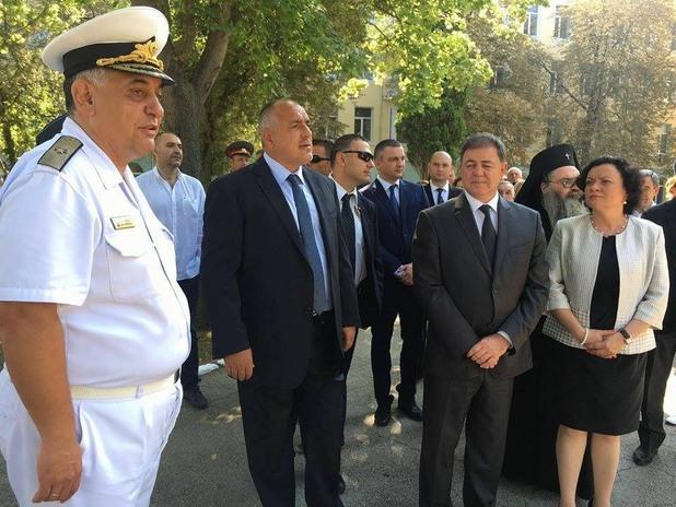 бойко борисов на посещение във военноморското училище във варна