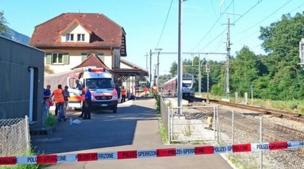 Мъж подпали и нападна влак в Швейцария