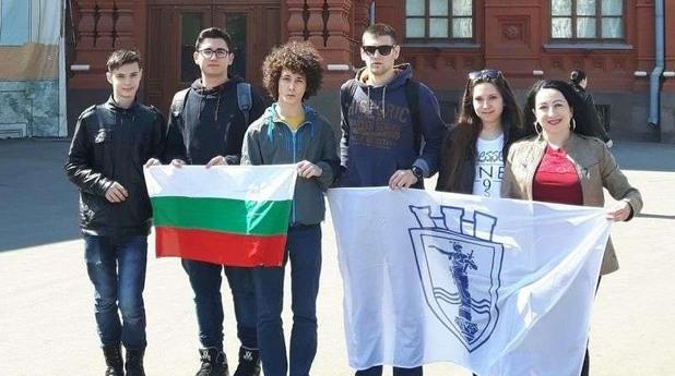 """възпитаници на математическата гимназия """"Баба Тонка"""" в гр. Русе грабнаха 6 от общо 9 златни медала"""