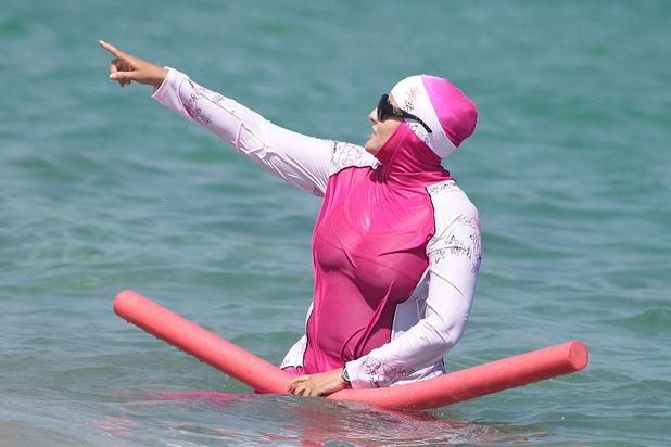 жена в буркини