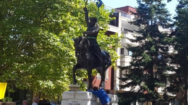 Паметник на Иван Колев в Добрич