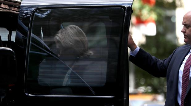 Клинтън напусна извънредно церемонията за 9/11