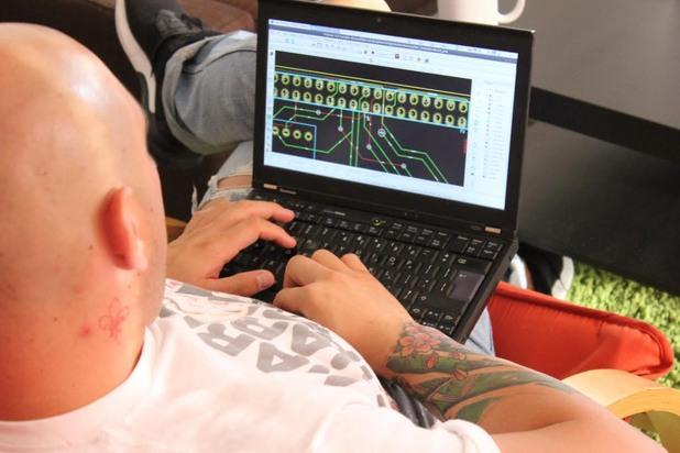 Илиян Стоянов настройва IoT мрежата в София