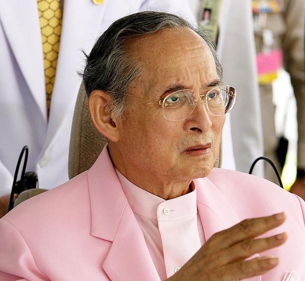 Кралят на Тайланд почина след 70 години на трона