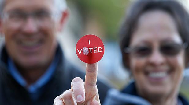 Хора гласуват
