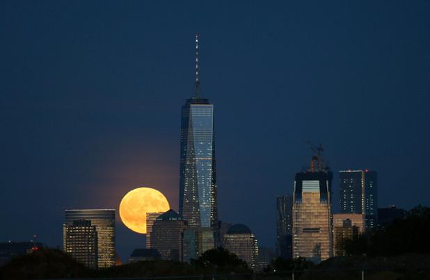 Суперлуната над Ню Йорк