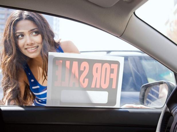 Жена търси автомобил втора употреба