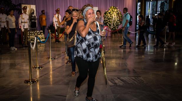 Хора тъгуват за Кастро