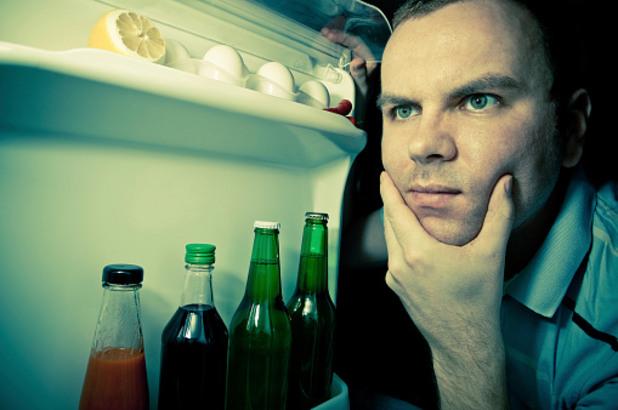мъж в кухнята