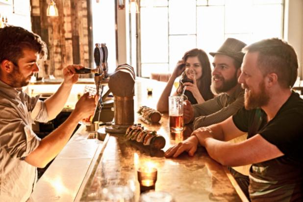 бар, приятели в бар
