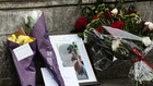 цветя в памет на убитите при атаката в лондон