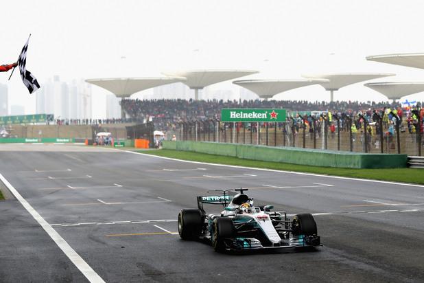 Люис Хамилтън печели Гран при на Китай