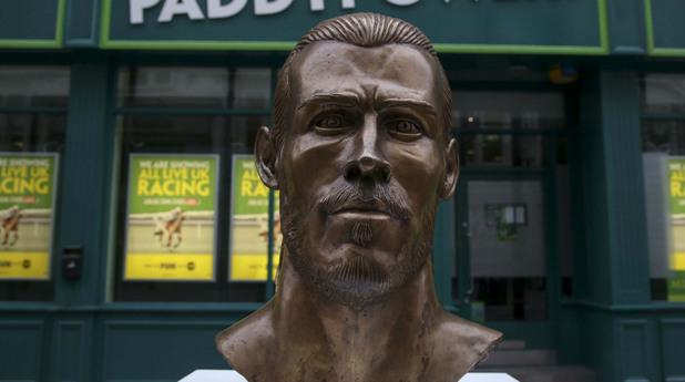 Статуя на Гарет Бейл в Кардиф