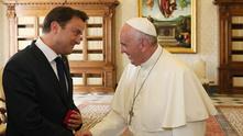 премиерът на люксембург ксавие бетел на аудиенция при папа франциск
