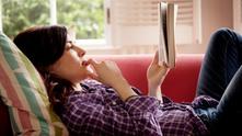 жена, диван, книга, четене