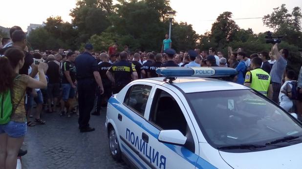 асеновград, протест, тълпа, полиция