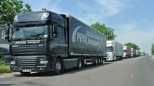 камиони, магистрала, колона
