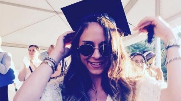 завършване, абитуриент, дипломиране, диплома, мацка, университет
