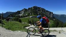 Колоездач в планината