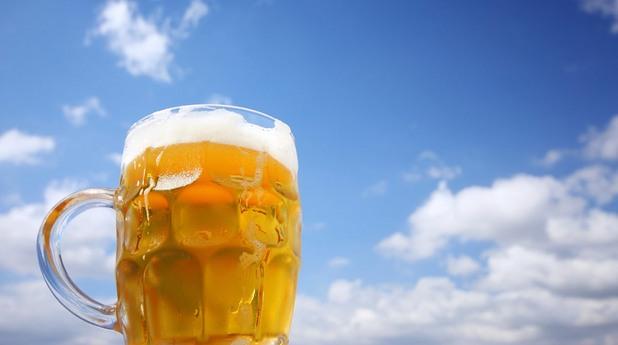 Халба бира под небето