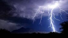 буря, светкавици, облаци