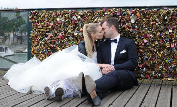 целувка, младоженци, романтика, сватба