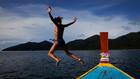 жена, скок, скок във вода, скок в море, море, яхта, лято, ваканция