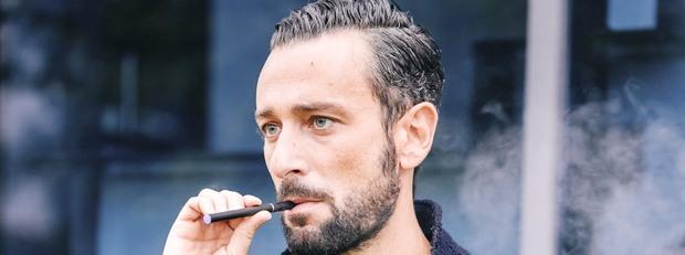 пушач, електронна цигара, дим