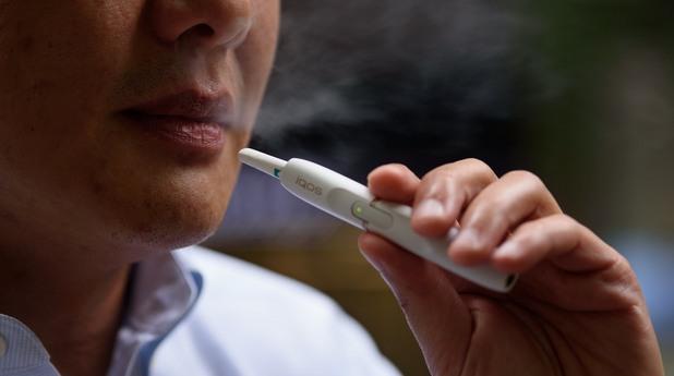 пушач, iqos, електронна цигара, тютюневи стикове