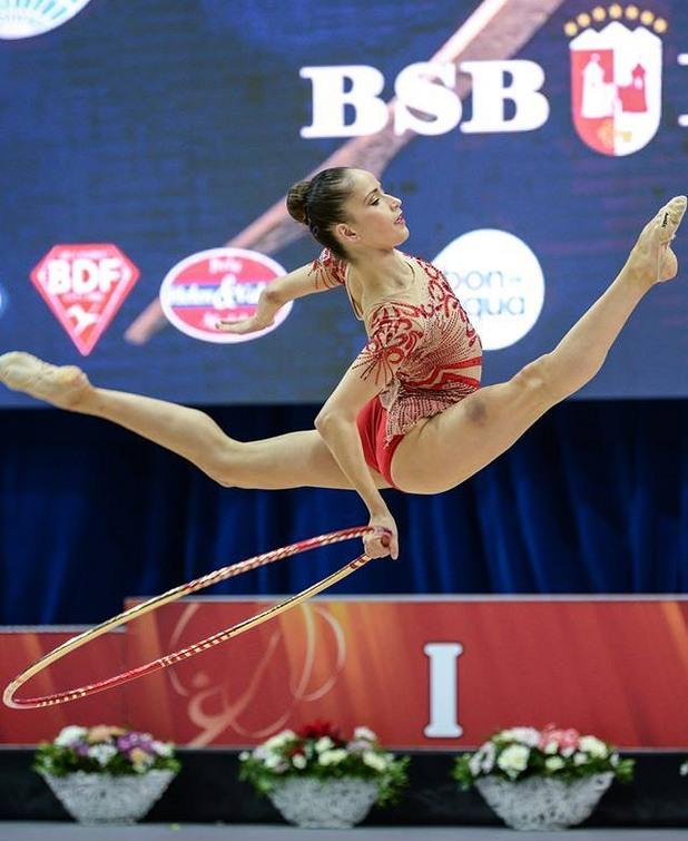 Невяна Владинова спечели злато на обръч от Световната купа