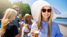 Момиче с бира