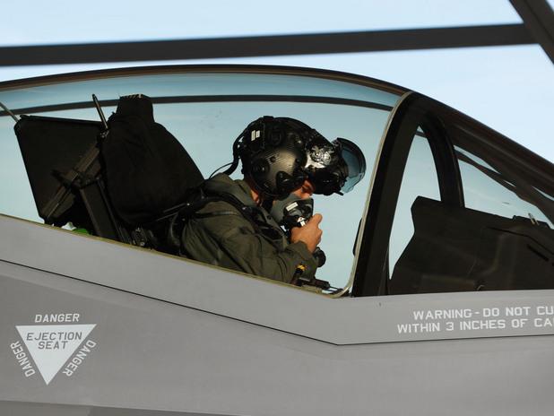 пилот на f-35