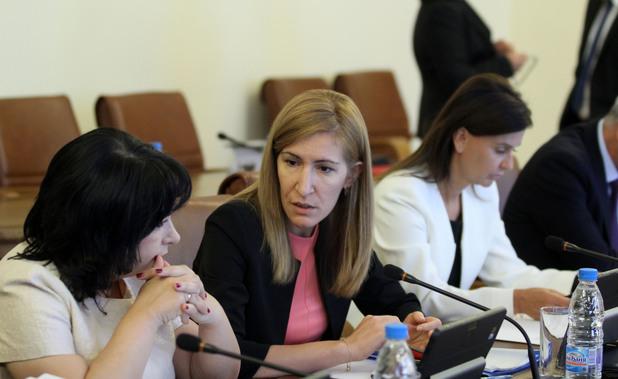николина ангелкова, ангелкова, министър на туризма