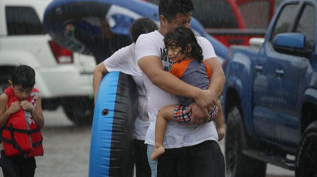 """Тъжните лица след урагана """"Харви"""""""