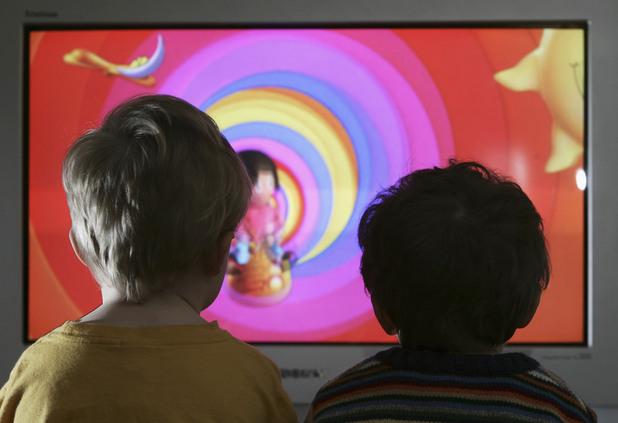 телевизия, телевизор, деца пред телевизор