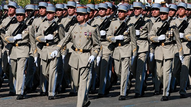 Френски войници на парад