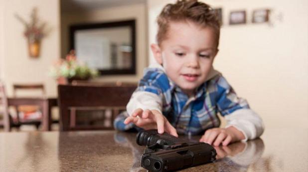 дете с пистолет, дете, пистолет, оръжие, дете с оръжие