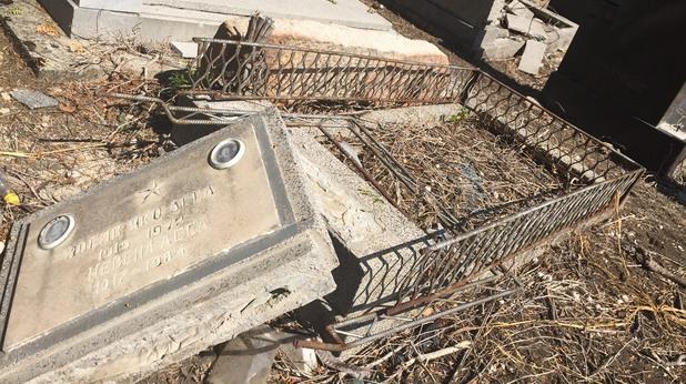 Вандализъм в еврейските гробища в София