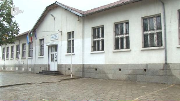 Училището в с. Ново Паничарево