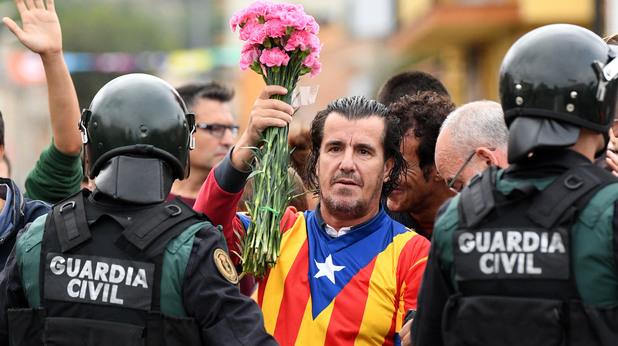 Полиция срещу гласуващи в Каталуния