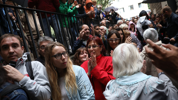 Опашки от гласуващи за референдума в Каталуния
